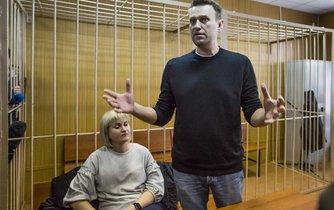 Opoziční předák Navalnyj v soudní síni