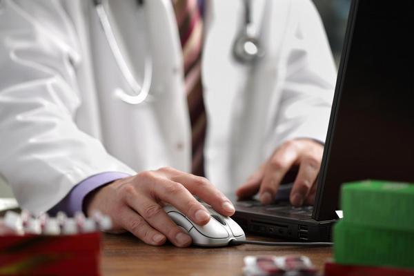 lékař, počítač, eHealth