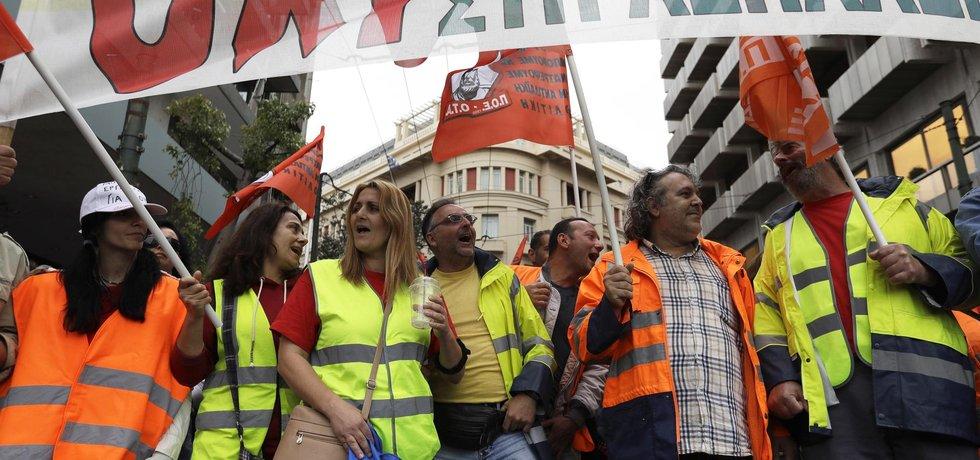 Demonstranti protestují proti úsporným opatřením