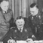 Ernst Röhm (uprostřed) po jmenování říšským ministrem v Hitlerově kabinetu. Prosinec 1933.