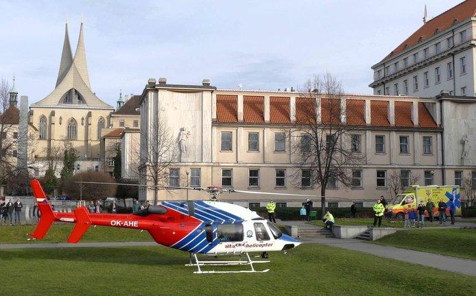 Starý nátěr. Chrenkův Bell 427 dříve létal pro záchranku Alfa-Helicopter se znakem OK-AHE, dnes už má nový lak i registraci OK-TCH.