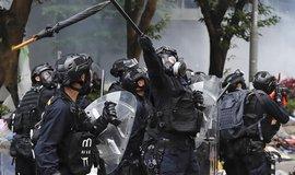 Protesty v Hongkongu pokračují. Demonstranti se střetli s policií