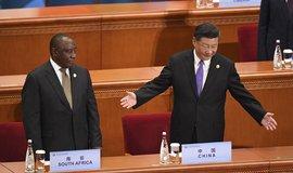 Čínský prezident Si Ťin-pching (vpravo) a prezident JAR Cyril Ramaphosa