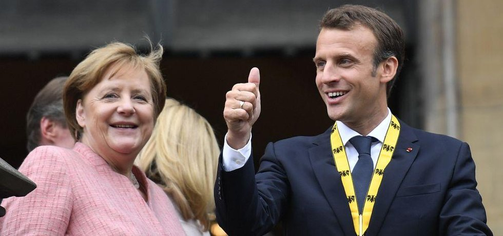 Francouzský prezident Emmanuel Macron sposlu s německou kancléřkou Angelou Merkelovou