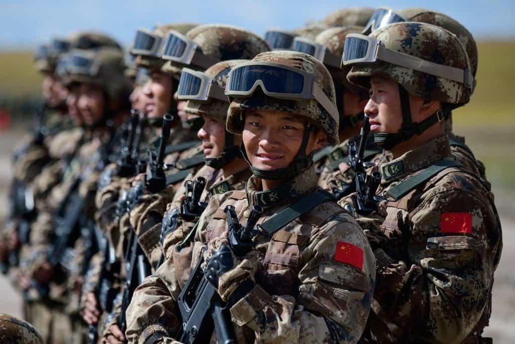 8. Čína (1,1 miliardy dolarů). Čínský armádní export se během posledních pěti let zvýšil o 38 procent, loni však meziročně klesl. Země prodává hlavně do ostatních asijských zemí, nejvíce do Pákistánu.