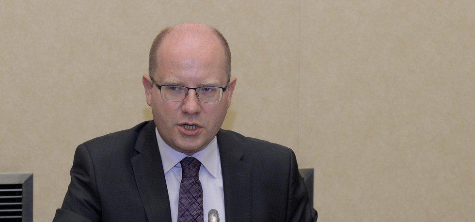 Premiér Bohuslav Sobotka (ČSSD) na zasedání vlády 24. října