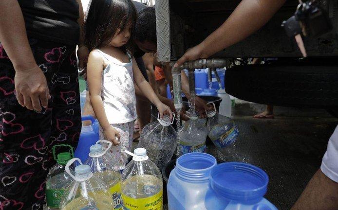 Fronta na vodu na Filipínách, ilustrační foto