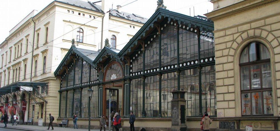 Pohled na Masarykovo nádraží ze strany hlavního vchodu