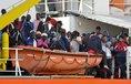 Migrace podle Avramopulose nezmizí jen proto, že kolem tématu začnou politici používat ostrá slova