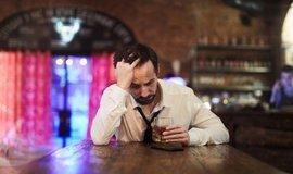 Deprese a alkohol, ilustrační foto