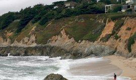 Point Montara Beach v San Mateo County.