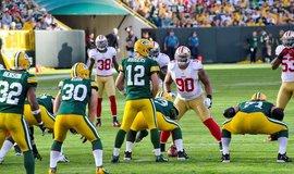 Utkání NFL mezi Green Bay Packers a San Francisco 49ers (Autor: Mike Morbeck via Wikimedia Commons; CC BY-SA 2.0)