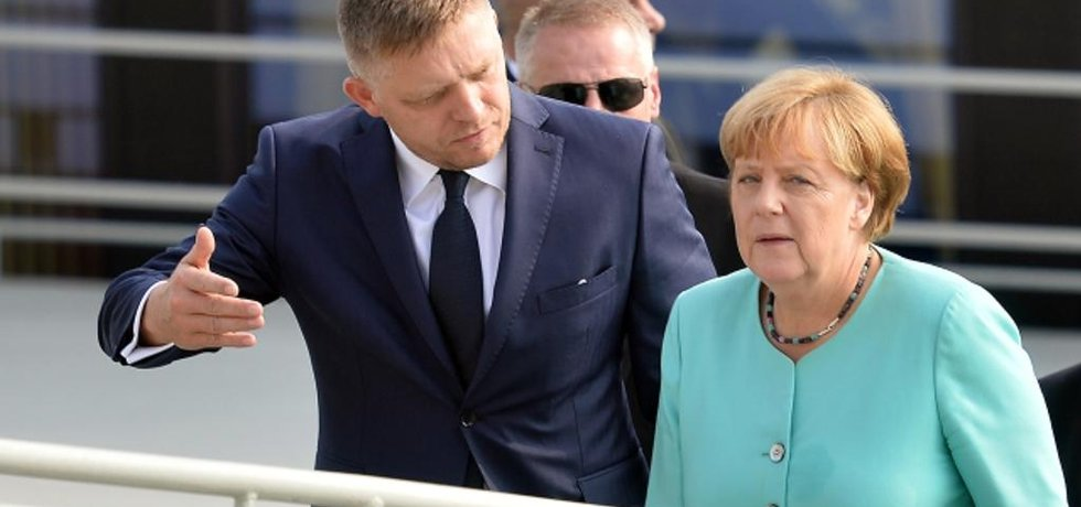 Robert Fico a Angela Merkelová.