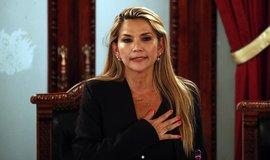 Bolívie má dočasnou prezidentku Áňezovou. USA ze země stahují zaměstnance