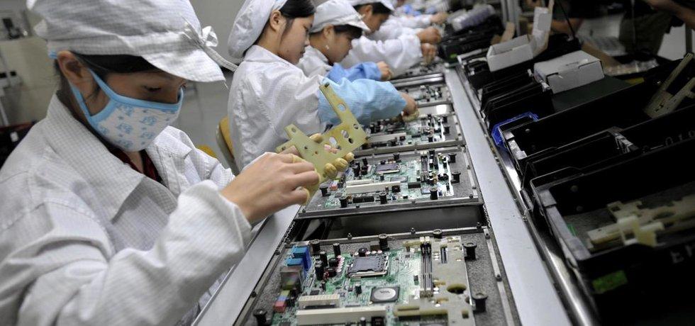 Výroba v továrně Foxconn v Číně