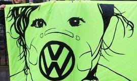 Protest proti automobilce Volkswagen v Londýně, ilustrační foto