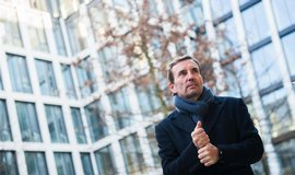 Marek Dospiva, spolumajitel společnosti Penta před kancelářským komplexem Florentinum