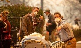 Evakuace pacientů nemocnice v Kalifornii kvůli požáru lesa, ilustrační foto
