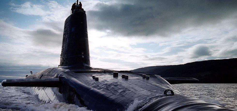 Britská jaderná ponorka HMS Victorious.