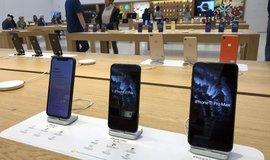 Bezdrátová sluchátka i iPhony. Zisk i výnosy Applu překonaly očekávání