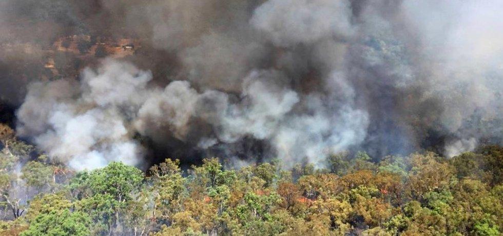 Požár v australské buši.