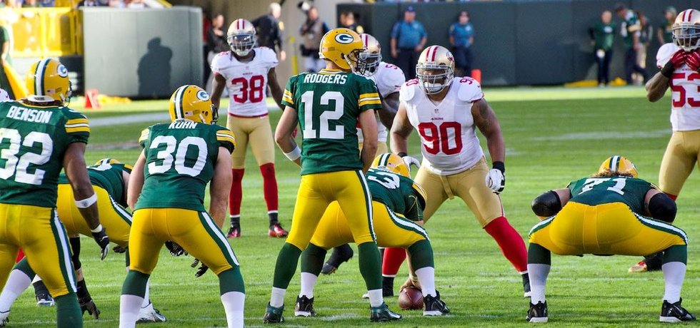 Utkání NFL mezi Green Bay Packers a San Francisco 49ers (Autor: Mike Morbeck via Wikimedia Commons; CC BY-SA 2.0)
