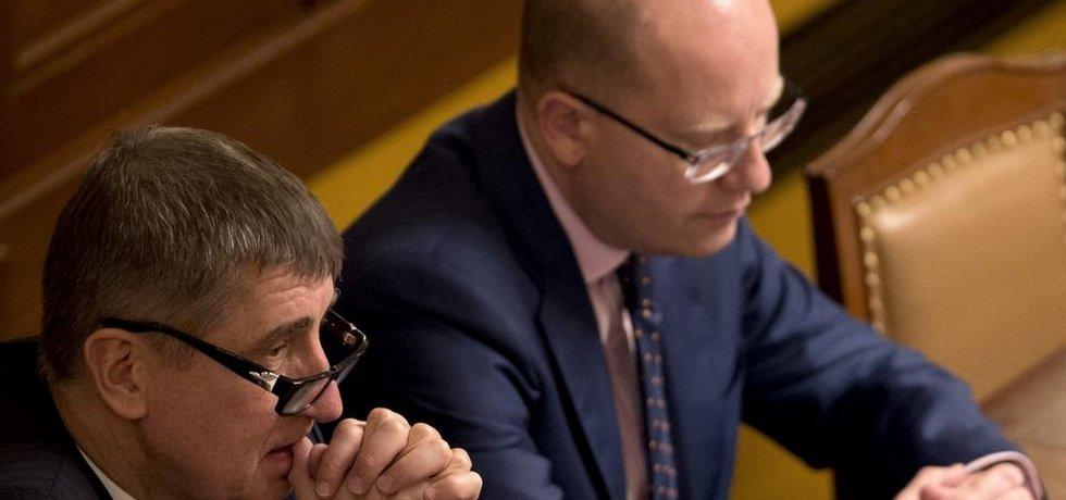 Ministr financí Andrej Babiš (vlevo) a premiér Bohuslav Sobotka (Zdroj: ČTK)