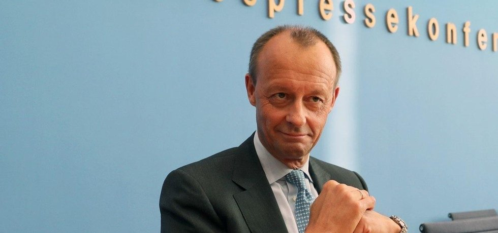 Friedrich Merz chce nahradit Angelu Merkelovou v čele CDU.
