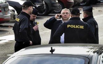 Tajemník SPD Jaroslav Staník v doprovodu policie