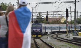 Organizátoři hokejového šampionátu na Slovensku vyzývají fanoušky, aby na utkání jezdili vlakem