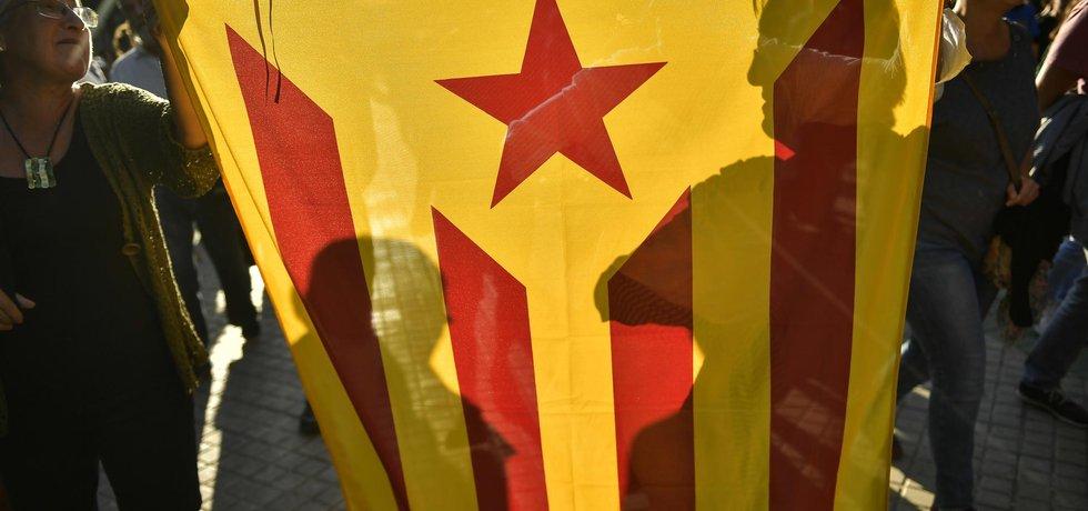 Separatisté demonstrují s katalánskou vlajkou za nezávislost