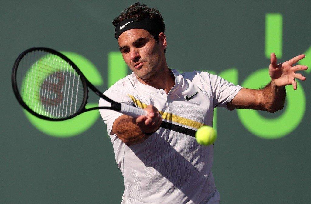 7. Roger Federer (tenis) – 77,2 milionu dolarů. Švýcarský tenista se v uplynulých dvanácti měsících vzepjal k velkým výkonům, vyhrál dva grandslamy a na krátký čas se dokonce vrátil do čela žebříčku ATP. Mezi sportovci vydělává nejvíce z reklamy, loni si takto přišel na 65 milionů dolarů. Propaguje například Nike, Rolex nebo Mercedes.