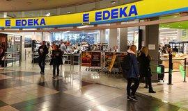 Segregace v supermarketu: Edeka zavedla speciální pokladny pro Němce a Poláky