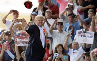 Donald Trump na setkání se svými příznivci na Floridě