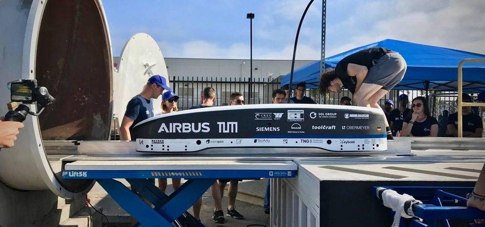 Závody systému superrychlého cestování hyperloop vyhráli němečtí studenti se svým WARR