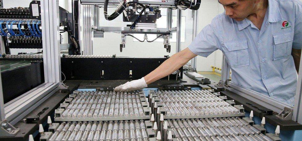 Výroba baterií v Číně, ilustrační foto