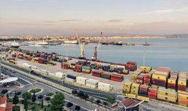 Hlavní vstupní branou pro obchod s Albánií je zatím velký přístav Drač na pobřeží Jadranu