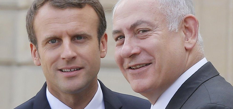 Francouzský prezident Emmanuel Macron s izraelským premiérem Benjaminem Netanjahuem