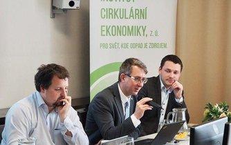 Jaromír Manhart (uprostřed), archivní foto