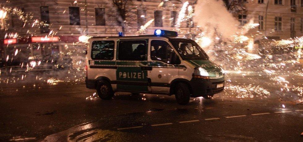Policie v Berlíně během silvestrovských oslav, ilustrační foto