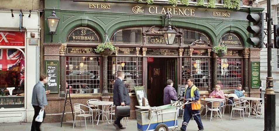 Britský pub - ilustrační foto (Autor: Sir James via Wikimedia Commons CC-BY-SA-3.0)