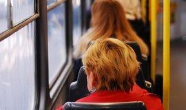 Cestující si nejčastěji kupují bekontaktně lístek za 24 korun