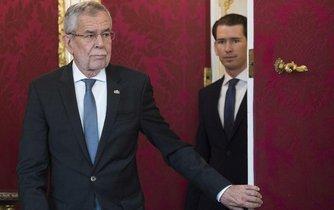 Rakouský prezident Alexander Van der Bellen spolu s kancléřem Sebastianem Kurzem