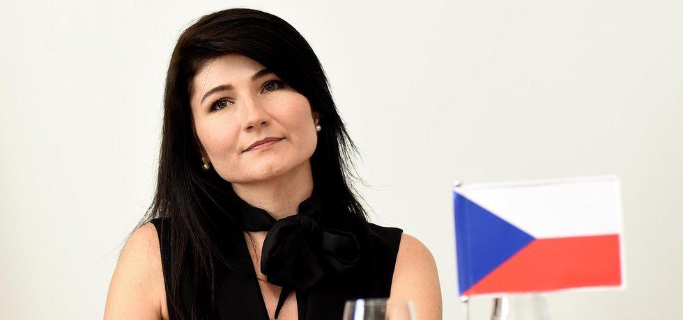 Nela Lisková stojí v čele prvního zastupitelského centra samozvané Doněcké lidové republiky u nás.
