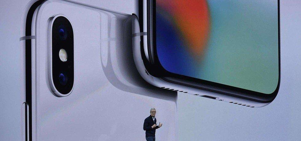 Šéf firmy Apple Tim Cook představil nový iPhone X dvanáctého září 2017.