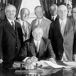 Přehrada nese jméno prezidenta Herberta Hoovera, který se o její stavbu zasazoval. Pojmenována po něm byla v roce 1947, do té doby byla nazývána Boulder Dam.