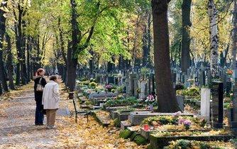 Nového ředitele Správy pražských hřbitovů (SPH) rada nevybere dříve, než kauzu odvolání Martina Červeného prošetří kontrolní výbor.