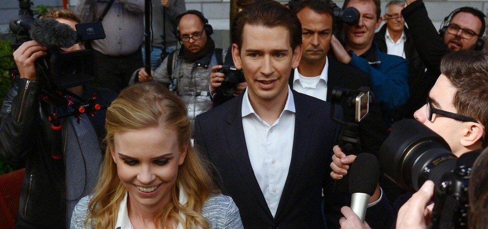Lídr lidovců Sebastian Kurz s partnerkou Susanne Thierovou
