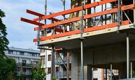 Až třetina pražských bytů je určená k investici