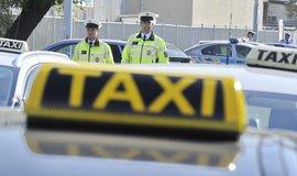 Na porušení pravidel kontroloři narazili u všech řidičů Uberu a u 12 taxikářů.